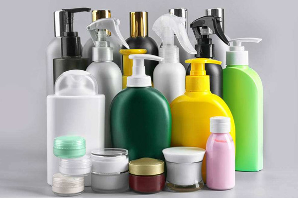 Cosmetic plastic container packaging suffered multiple blows